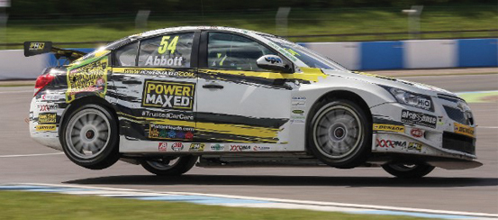 Power-Maxed-Racing-push-forward-at-Donington